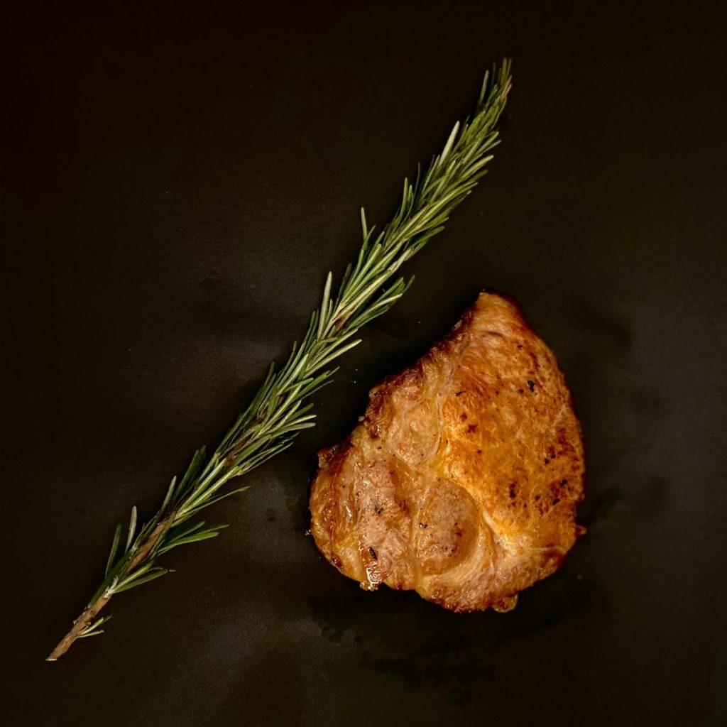 Hällischer Schweinehals Steak gebraten