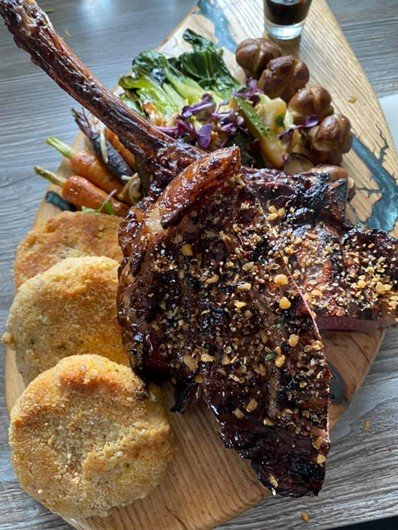 Tomahawk-Steak-mit-Kürbis-Taler